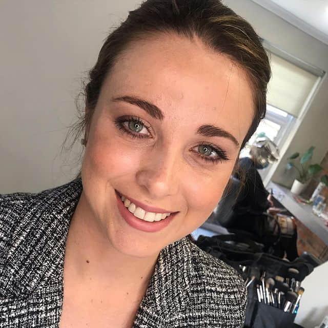 makeup-artist-pe14