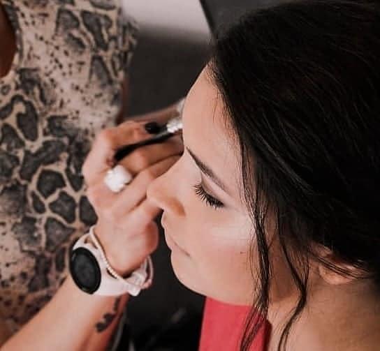 makeup-artist-pe21